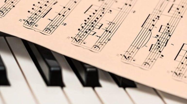 Педагог Гатчинской детской музыкальной школы имени Ипполитова-Иванова признана лучшим преподавателем музыкальной школы в России. У Инны Лавровой за плечами стаж в полвека.