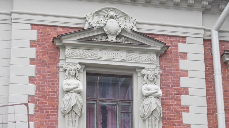 В Петербурге провели капитальный ремонт 175 фасадов, шесть из них относятся к объектам культурного наследия. До конца года подрядчикам необходимо закончить работы на еще  78 фасадах.