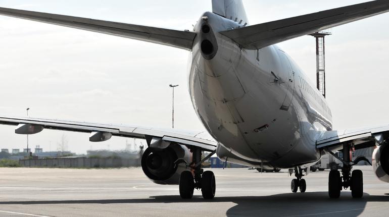 В петербургском аэропорту Пулково задержаны два рейса.