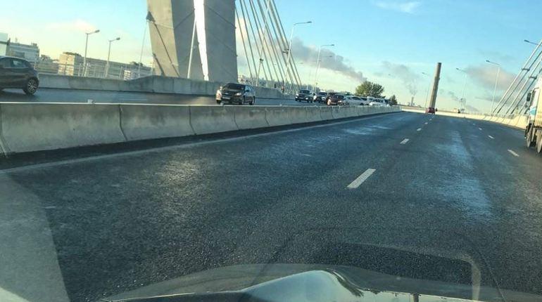 Утром 4 ноября дороги в Петербурге изрядно подморозит - образуется гололед. В МЧС горожан предупреждали о неприятных погодных условиях и связанных с ними проблемах.