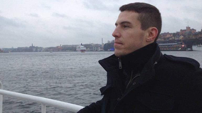 В государственной измене ФСБ подозревает военного эксперта Владимира Неелова. Об этом сообщается на сайте Лесфортовского суда Москвы.