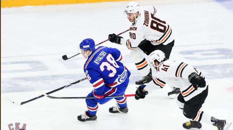 Петербургский хоккейный клуб СКА на домашнем поле обошел хабаровский