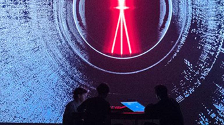 Фестиваль света в Петербурге стартовал в субботу, 3 ноября, на двух площадках. Увидеть уникальные световые инсталляции и поучаствовать в мастер-классах от ведущих дизайнеров можно в СКК