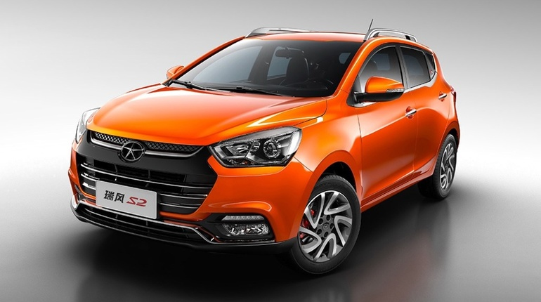 Китайский государственный автоконцерн JAС открывает четыре салона в Петербурге. Компания будет продавать в Северной столице флагманские кроссоверы, которые стали конкурентами Hyundai и Renault.