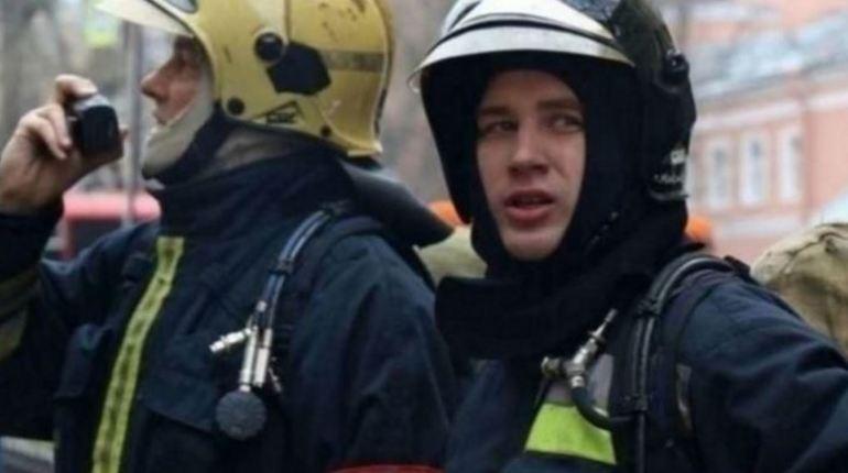 В Приозерском районе Ленинградской области в ночь с 3 на 4 ноября сгорела баня. Ее тушили семь сотрудников экстренной спасательной службы МЧС.