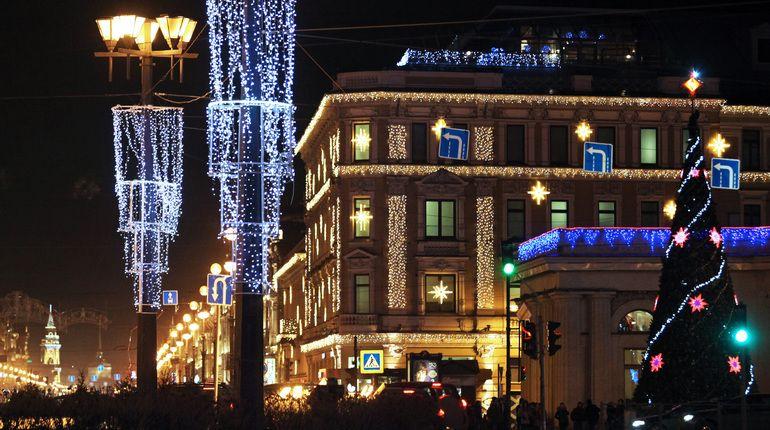 Улицы и площади Петербурга предстанут в новогоднем убранстве к 1 декабря
