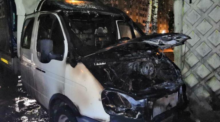 В ночь с 3 на 4 ноября еще один грузовой автомобиль «ГАЗель» сгорел в Петербурге. На этот раз возгорание произошло у дома №51 на Планерной улице.
