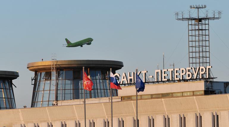 В петербургском аэропорту Пулково задержали рейс в Душанбе. Об этом сообщается на онлайн-табло воздушной гавани.