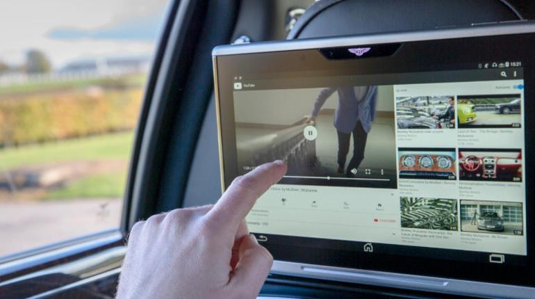 Британский автопроизводитель Bentley Motors презентовал первую в мире технологию суперскоростного Wi-Fi для автомобилей. Система способна бесперебойно раздавать интернет водителю и пассажирам.