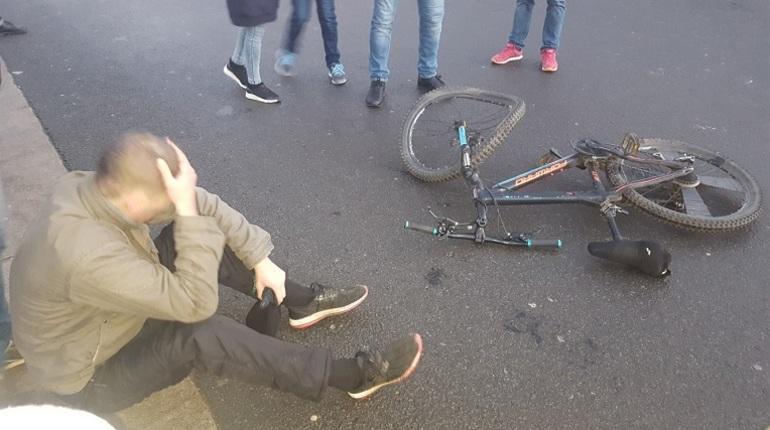 В центре Петербурга произошло необычное дорожно-транспортное происшествие. Об этом сообщают свидетели инцидента в социальной сети