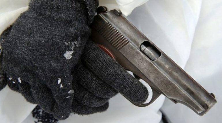 Неизвестный злоумышленник выстрелил в автобус, ехавший в поселок Сосново Приозерского района. 27 октября подобное уже происходило в том же самом месте и с автобусом, ехавшим по тому же маршруту.