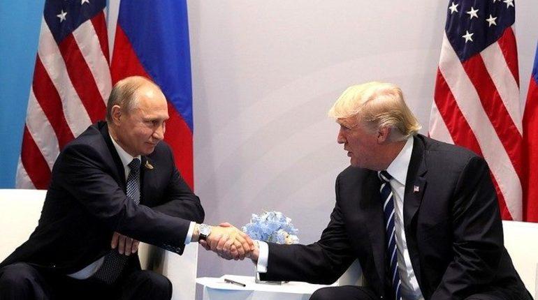Президенты России и США Владимир Путин и Дональд Трамп встретятся в Париже, однако из-за формата мероприятий встреча пройдет на ногах. О полноформатной встрече лидеры договорятся в дальнейшем, рассказал Дмитрий Песков.