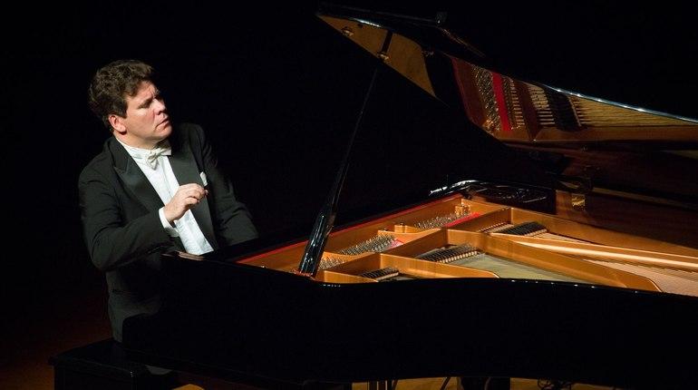Пианист-виртуоз Денис Мацуев получит 2,17 млн рублей за выступление на VII Санкт-Петербургском международном культурном форуме, который пройдет в Северной столице с 15 по 17 ноября.