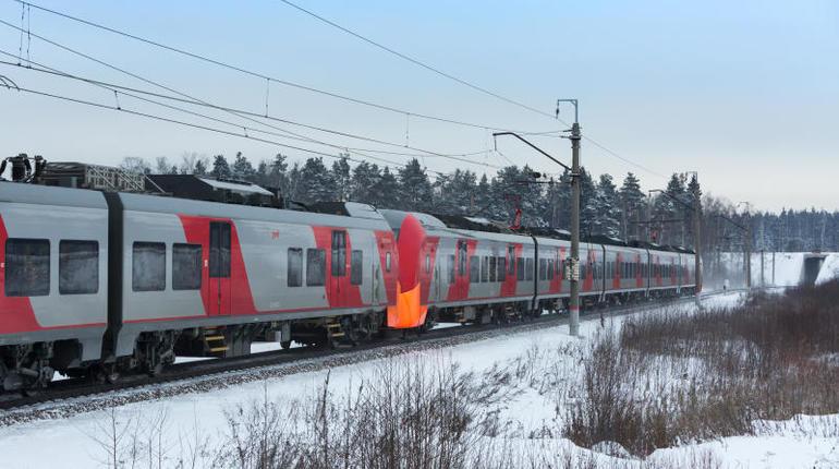 Четыре дополнительных рейса поездов «Ласточка» будут курсировать между Петербургом и Псковом на новогодних праздниках. Как сообщили в пресс-центре Октябрьской железной дороги, это связано с повышенным спросом в этот период.