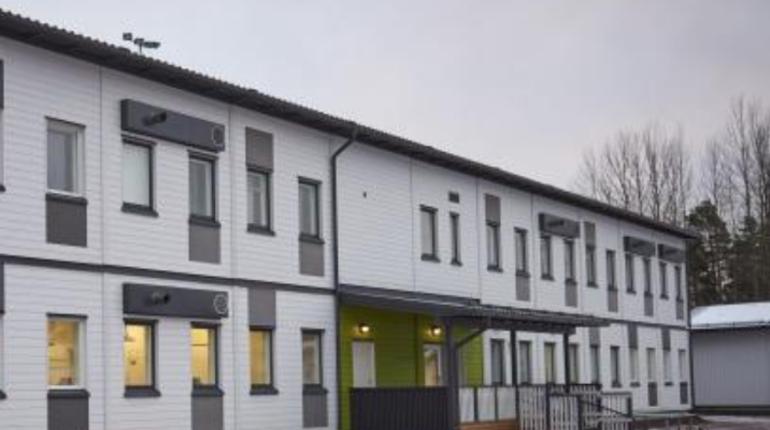 В Финляндии закрыли две школы после того, как рядом с ними заметили мужчину в огнестрельным ружьем.