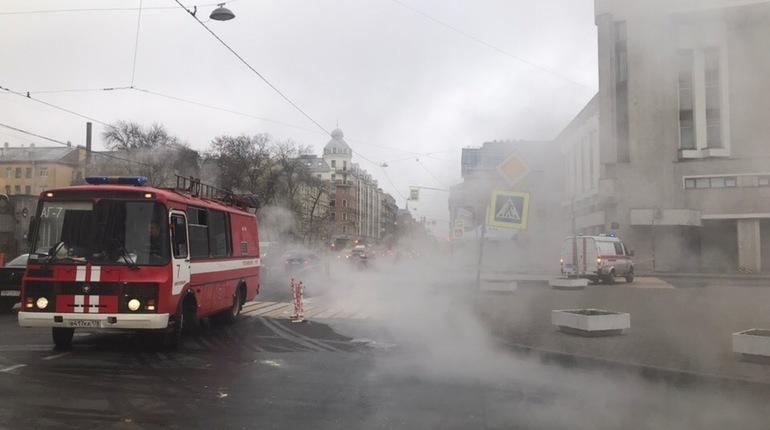 В Петербурге на Херсонском проезде рядом с хлебозаводом локализовали прорыв трубы.
