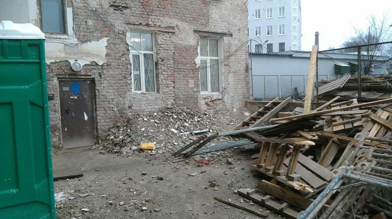 Дом Пиетинена в Выборге завалило мусором после капремонта
