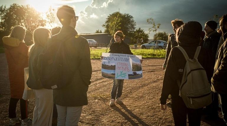 Жители Канонерского острова подали в суд на Комитет по градостроительству и архитектуре. Причина - решение КГА выделить участок для строительства храма там, где сейчас разбит молодой сквер. Иск принят к производству Куйбышевским районным судом.
