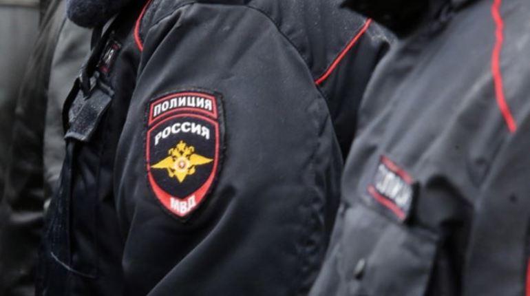 Бывший сотрудник полиции Петербурга и его знакомая были задержаны при получении взятки, размер которой составил порядка 500 тысяч рублей.