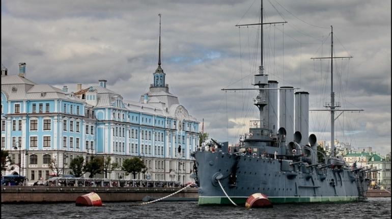 В среду, 7 ноября, исполняется 101 год с начала Октябрьской революции. Также в Петербурге обсудят проект реконструкции СКК, а в самом комплексе начнется чемпионат мира по прыжкам на батуте
