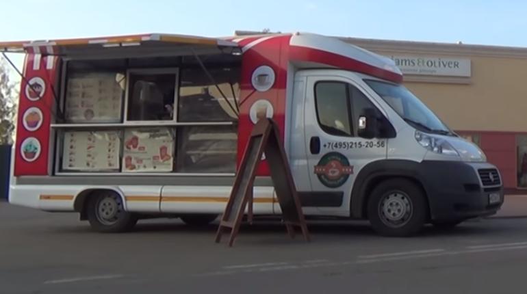 В Петербурге начнут проводить аукционы на участки под автолавки. Ранее их выдавали без торгов, с первым, кто успеет подать заявку.