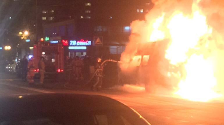 Маршрутка загорелась утром в среду, 7 ноября рядом со станцией метро