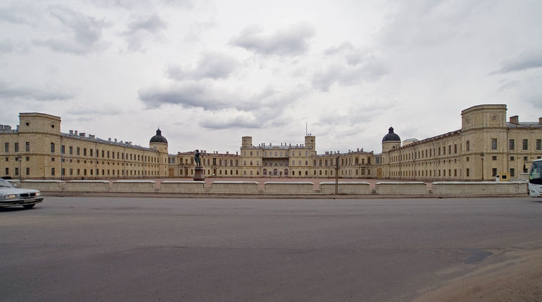 В Большой военный и Малый кабинеты в Гатчинском дворце вернется мебель времен императора Николая I. Предметы интерьера будут воссозданы по историческим фотографиям, которые сохранились до наших дней.