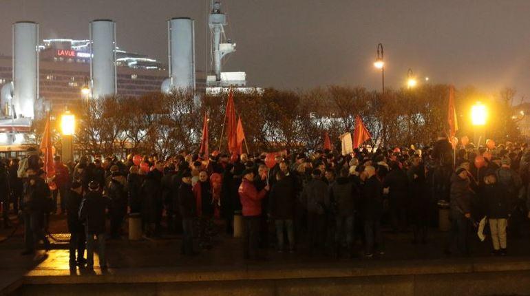 Петербургские коммунисты завершили несогласованную акцию у крейсера