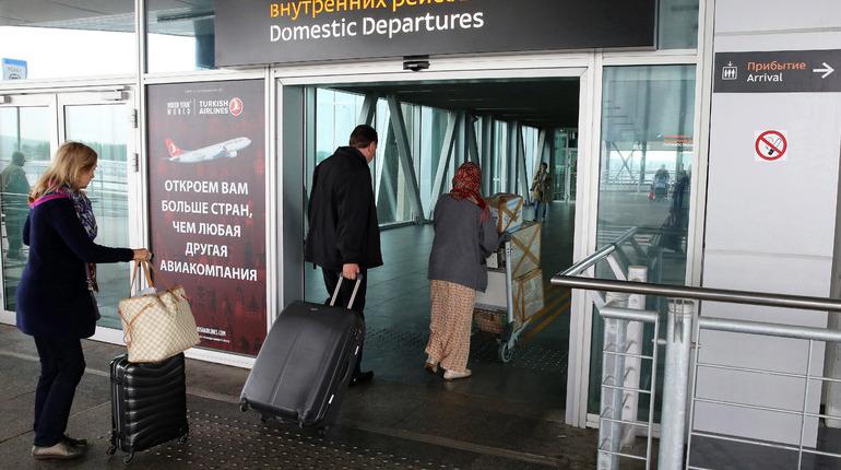 Сотрудники Роспотребнадзора за девять месяцев проверили 900 тысяч пассажиров петербургского аэропорта Пулково на наличие у них инфекционных заболеваний.