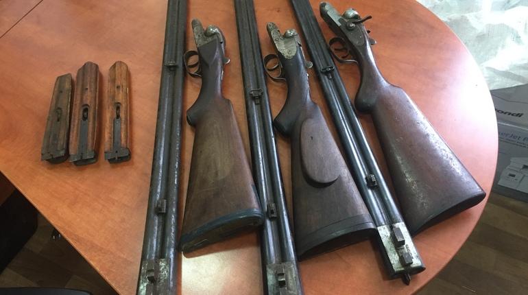 Житель города Волхова в Ленобласти сдал в отделение Росгвардии мешок с оружием, который он нашел в реке Сязи.