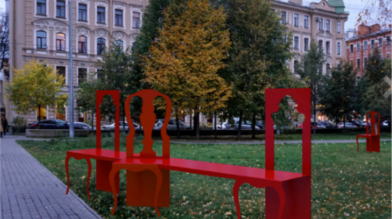 Зеленинский сад в Петроградском районе украсит композиция «Стул Петра I», созданная авторским коллективом