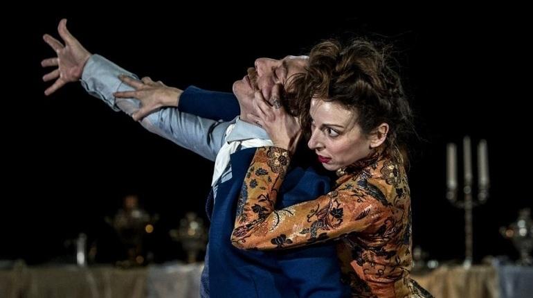LOOK@Dance Finland - фестиваль современного танца Финляндии пройдет в Петербурге 1 и 2 декабря. Мероприятие призвано сломать все условности сценического действия. Зритель вместе с героями будет сидеть за праздничным столом, испанские танцовщики сыграют в финской труппе, а музыка фламенко смешают с композициями Тома Вейтса.