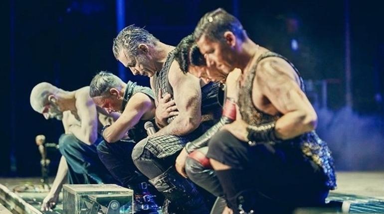 Начались продажи билетов на концерт группы Rammstein в Петербурге 2 августа 2019 года. Наплыв желающих купить их был таким, что около 12:30 сайт по продаже обрушился под их натиском.