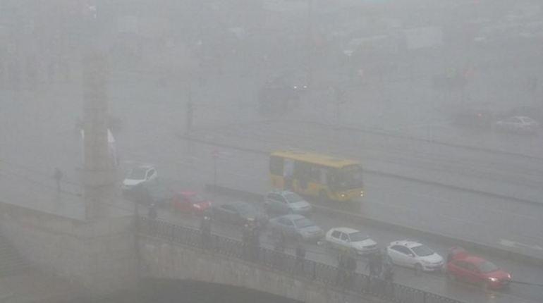 Утром в Петербурге ожидается слабый туман и морось, при этом температура воздуха будет варьироваться от 4 до 6 градусов выше нуля.