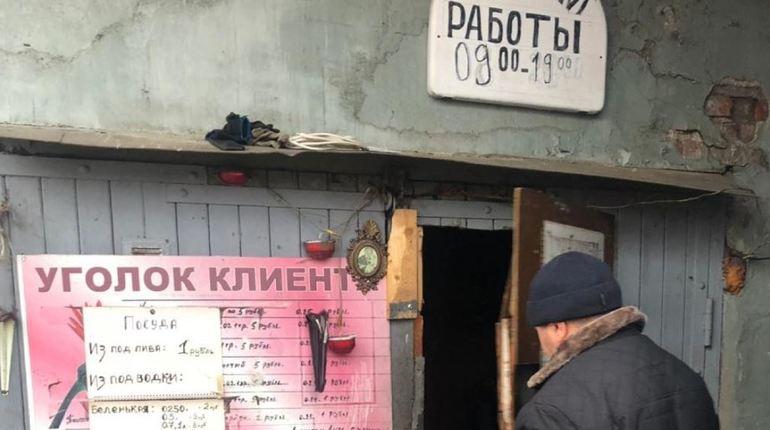 В нескольких пунктах приема стеклотары прокуратура Фрунзенского района Петербурга обнаружила осуществление продажи контрафактного алкоголя и сигарет.