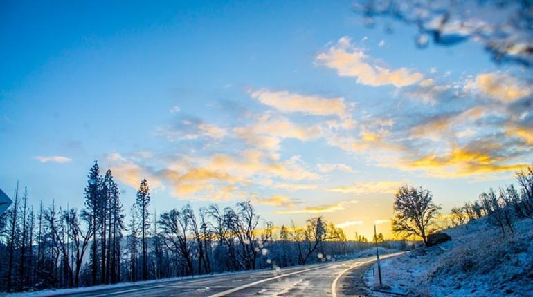 В эти выходные на востоке Ленинградской области возможна гололедица на дорогах. Об этом сообщает ФКУ Упрдор