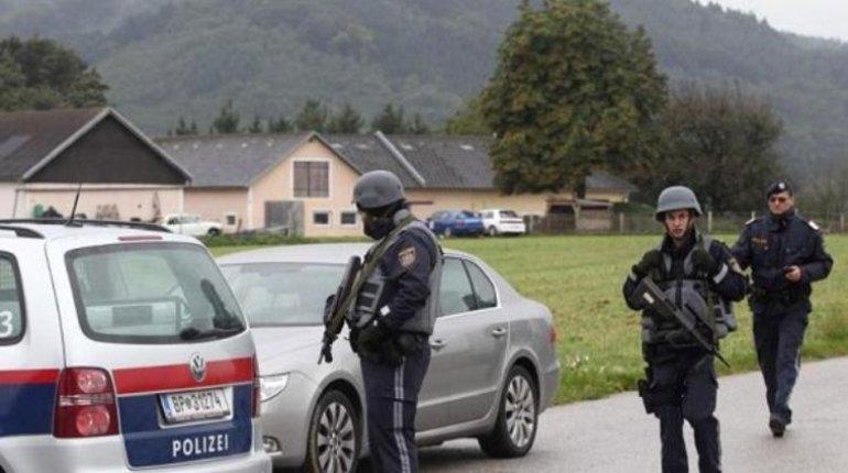 Отставному австрийскому полковнику грозит до десяти лет тюрьмы. Его подозревают в разглашении государственной тайны.