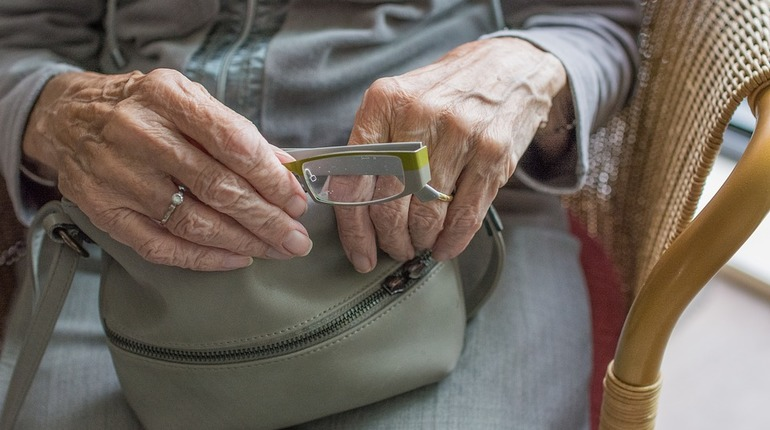В Ленобласти в городе Отрадное две неизвестные женщины украли у 87-летней пенсионерки  68 тыс. рублей. В её квартиру они попали, представившись врачами.