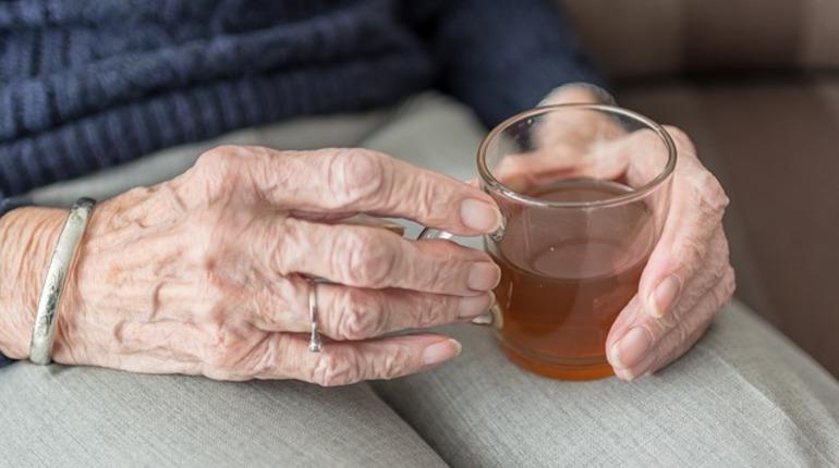 Мошенники лишили петербургскую пенсионерку 20 тысяч рублей, рассказав ей историю о попавшей в больницу соседке.