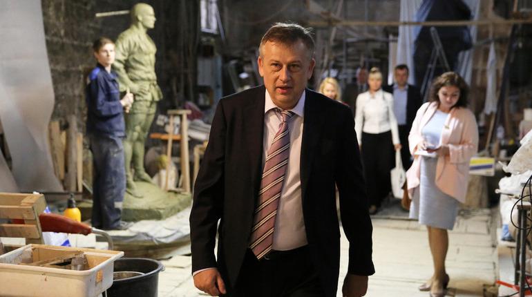 Правительство Ленобласти в 2019 году ужесточит работу с застройщиками. В частности, компании, занимающиеся нецелевым расходом средств, могут лишиться разрешений на строительство. Об этом на брифинге 14 ноября рассказал губернатор региона Александр Дрозденко.