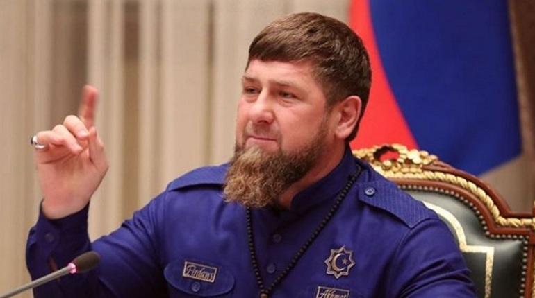 Instagram полностью разблокировала аккаунт главы Чеченской республики Рамзана Кадырова. Первый пост после почти годовой блокировки он решил посвятить пистолету.