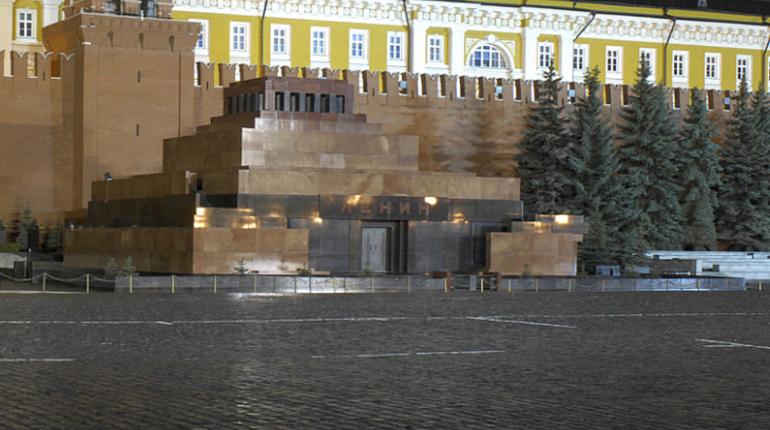 Коммунисты хотят выслать из страны предложившего заменить Ленина в мавзолее