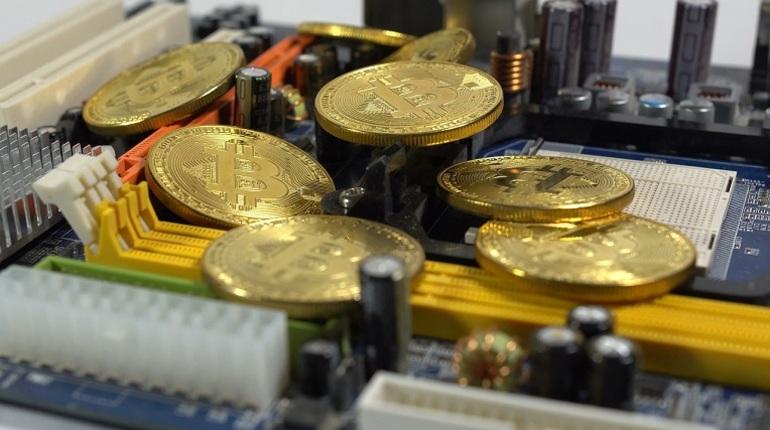 Курс биткоина упал до годового минимума