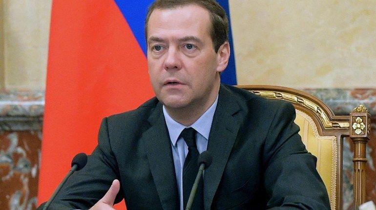 Медведев прокомментировал уголовное дело Серебренникова