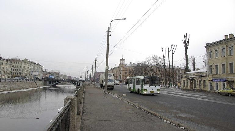 В Адмиралтейском районе Петербурга 16 ноября восемь домов на набережной Обводного канала 20 минут находились без света. Причиной отключения стало технологическое нарушение.