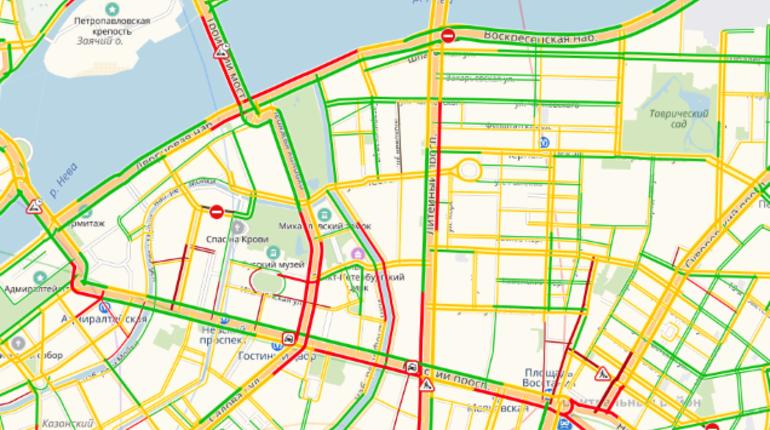 Серьезные пробки наблюдаются в Петербурге вечером 16 ноября. Около 18:00 плотность движения на городских дорогах достигала восьми баллов.