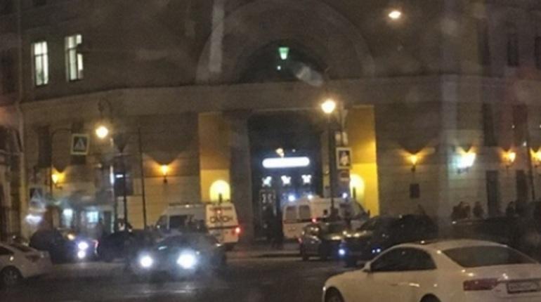 Очевидцы в Петербурге сообщают о закрытии станции метро «Владимирская». По их словам, пассажиров перестали пускать в подземку вечером воскресенья, 18 ноября.