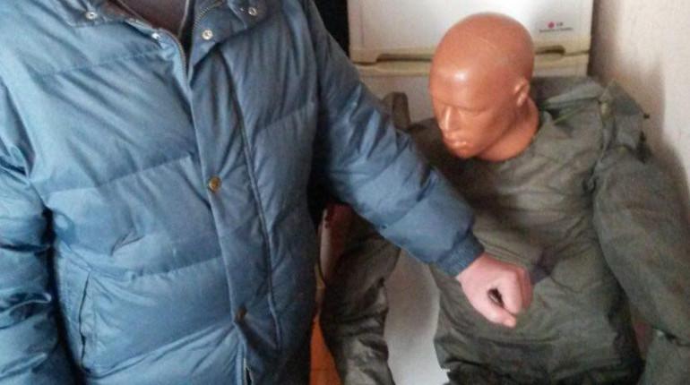 Мужчина получил ножом от неизвестных в Красносельском районе Петербурга. Пострадавшего госпитализировали, а агрессора разыскивают. По словам пострадавшего, он поругался с женой, и на него
