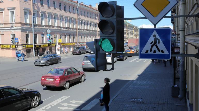 252 светофора «заговорят» с петербуржцами