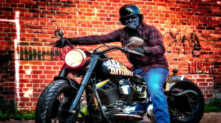 В России стартовала программа по отзыву у владельцев американских мотоциклов Harley-Davidson. Всего планируется забрать байки у 441 человека. Об этом 21 ноября сообщает Росстандарт.